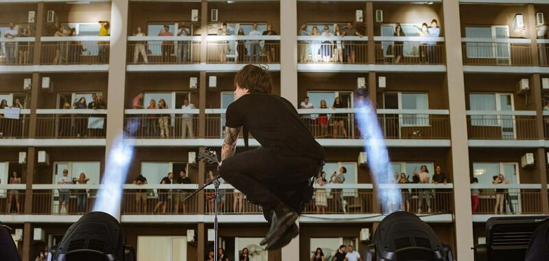 Sheer excitement: Vertical concerts entertain fans in Ukraine